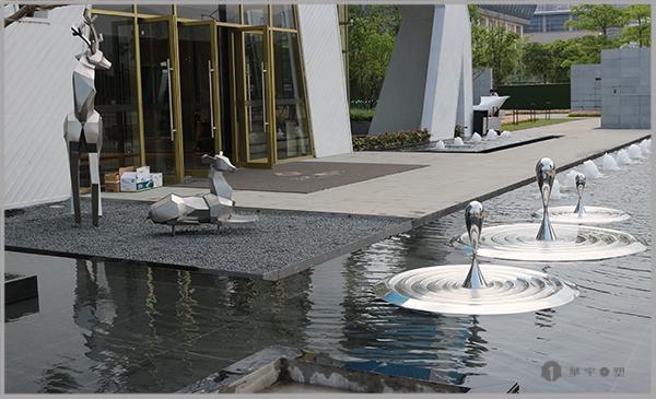 三木海立方不锈钢拉丝鹿雕塑