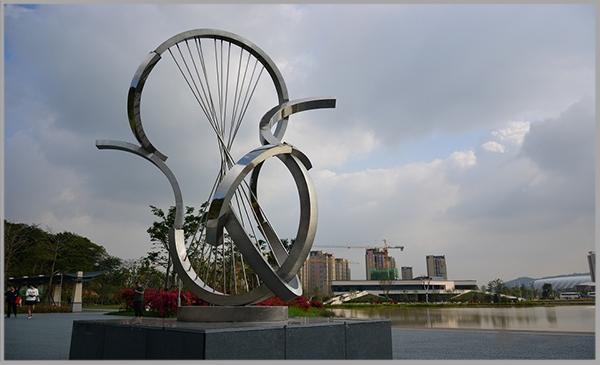 飞凤山公园不锈钢环境雕塑