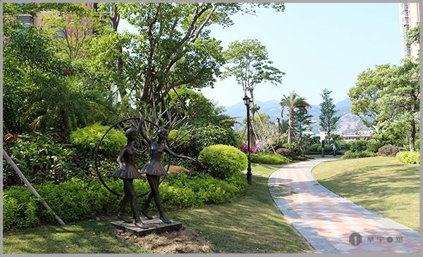 马尾大名城不锈钢网格兔子雕塑