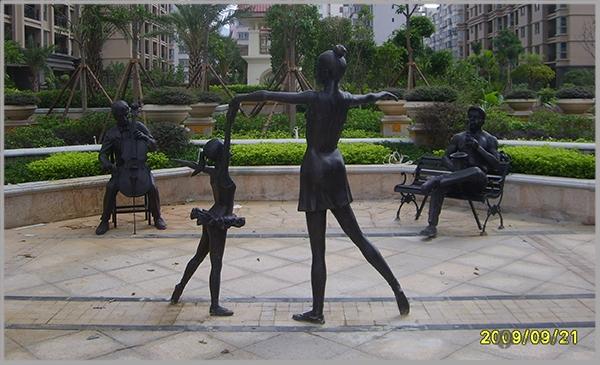 上江城玻璃钢仿铜人物雕塑