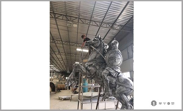阳光奥体丽兹公馆玻璃钢骑士雕塑