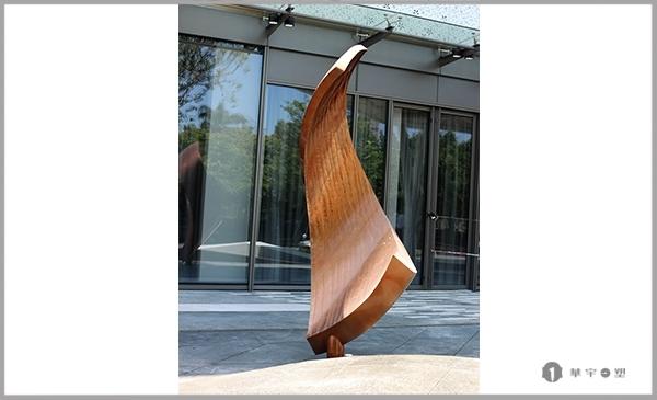浅析不锈钢雕塑的体现手法是什么